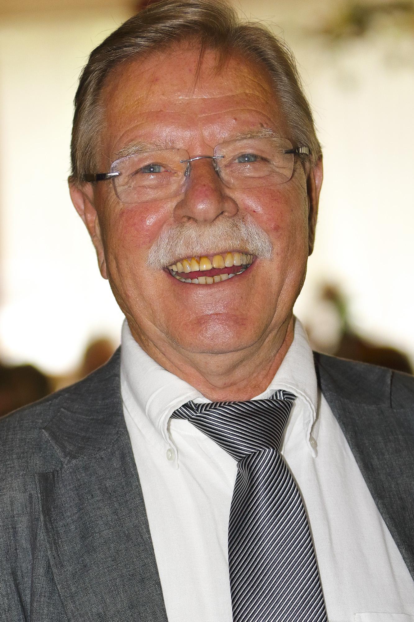 In Memoriam Ton Elfrink