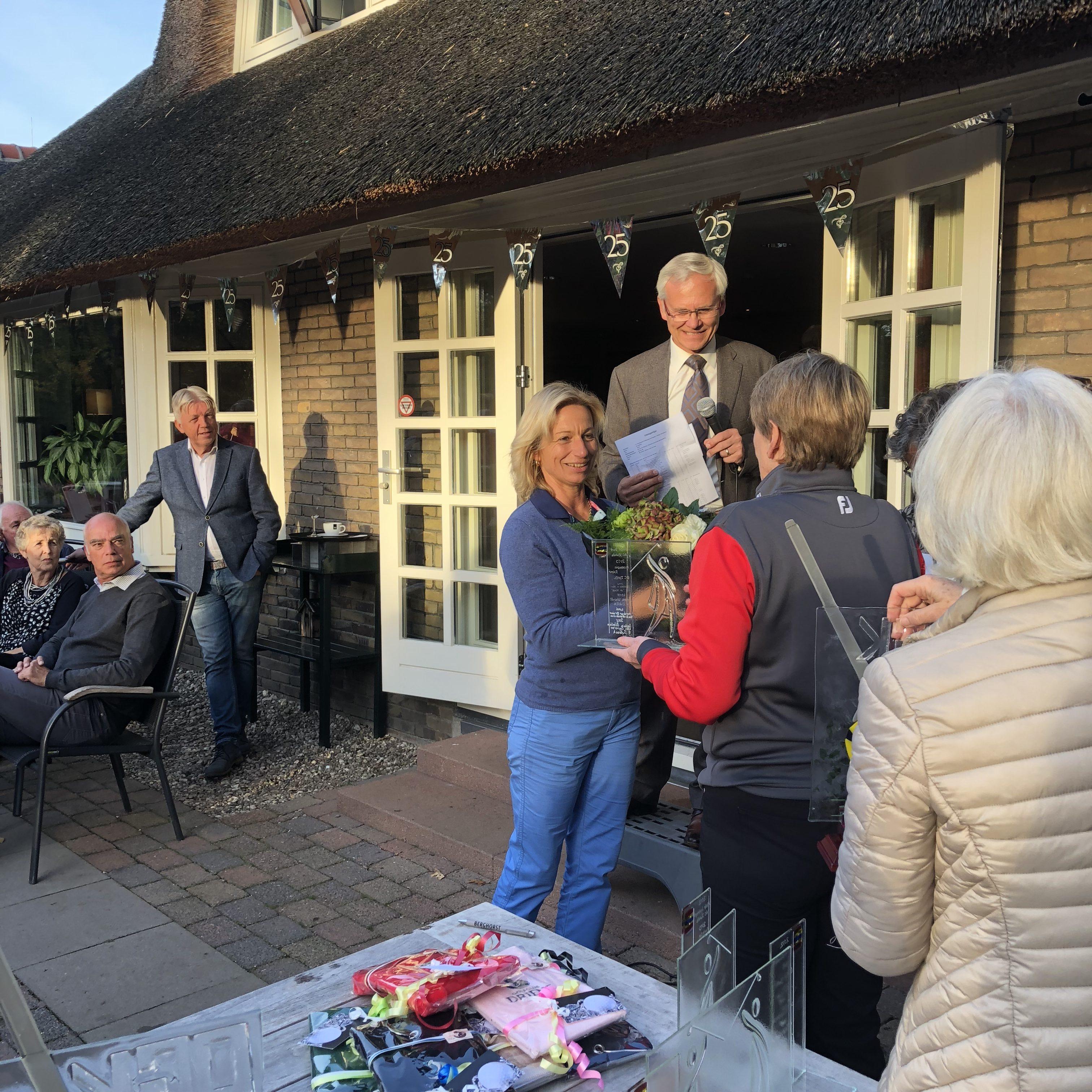 Elke Westenberg wint op Driene het Overijsselse Golf Kampioenschap 2018.